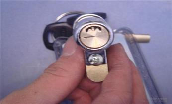天河南附近开修换防盗门锁-改装各种指纹锁