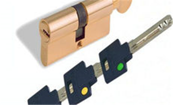 新福港指纹锁安装-防盗门换锁-安装指纹锁