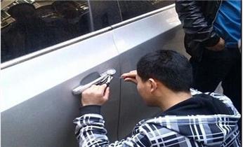 季华园附近开锁修锁换锁-指纹锁安装-保险柜开锁