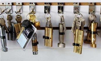 库尔勒市防盗门开锁-修锁-换锁-指纹锁安装