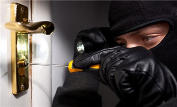 寺右防盗门换锁修锁-安装指纹锁电话