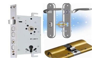 企石普通门锁怎么撬开-最简单的撬门方法