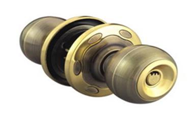 光明普通门锁怎么撬开-最简单的撬门方法