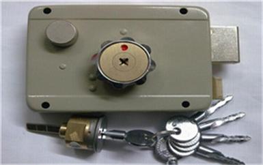 茶山专业开锁公司全套工具-需要什么设备-拿卡划门缝开门